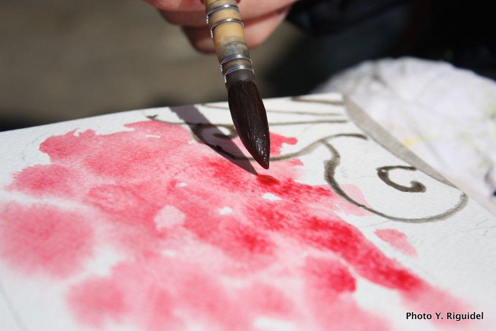 Pose de la couleur sur humide, le ventre du pinceau est bien plein.